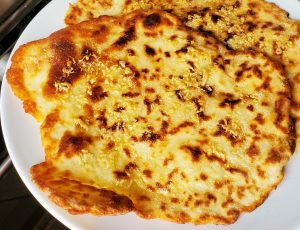 How to make Simple Garlic Butter Naan